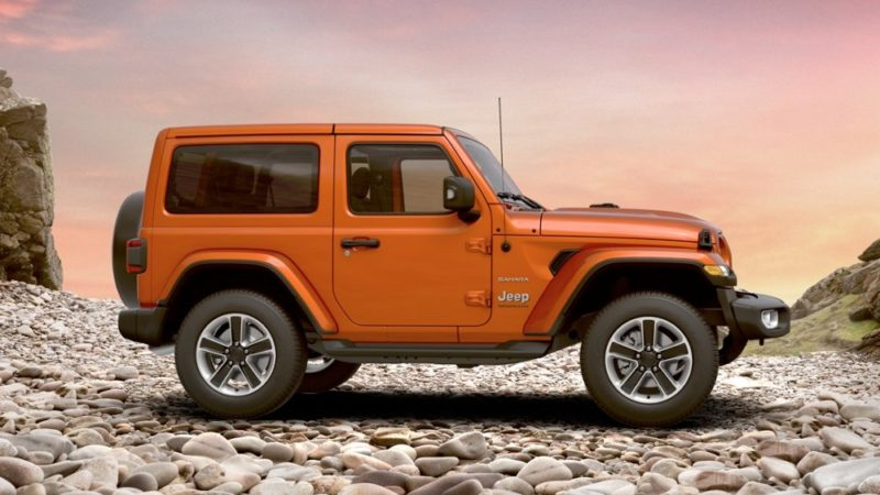 Jeep Wrangler Sahara orange fianco