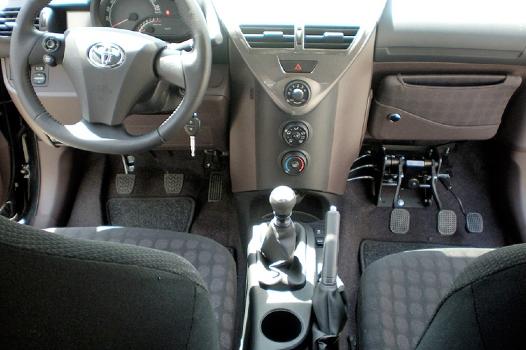 Noleggio Lungo Termine veicolo autoscuola con tripli pedali