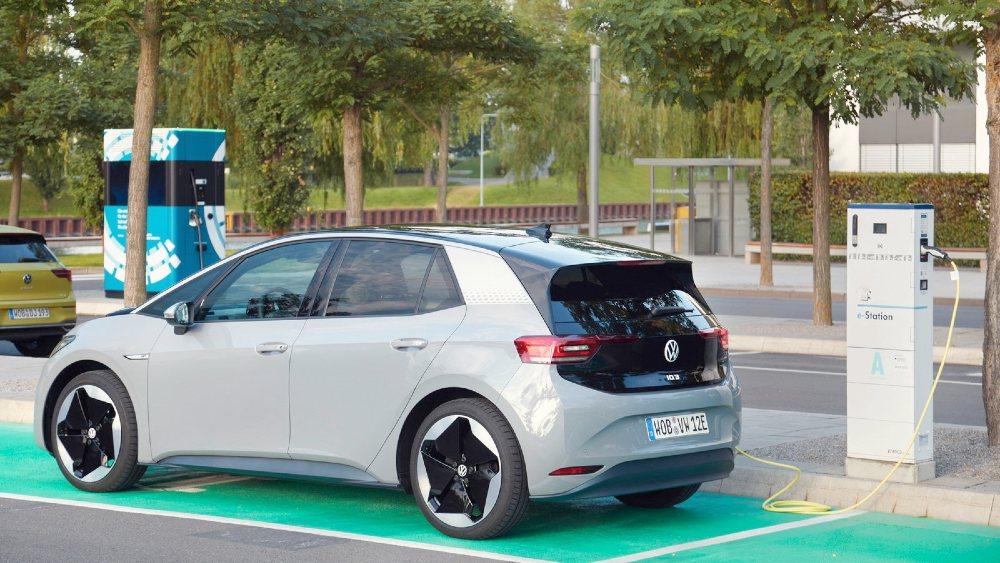 Volkswagen ID3 elettrica in ricarica